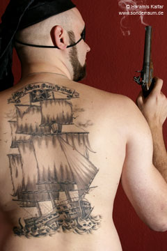 Piratenschiff-Tattoo